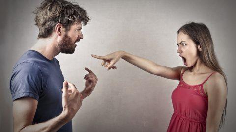 Woman accuse man