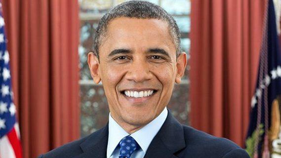 Barack Obama in front of USA flag