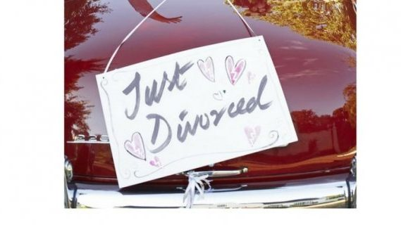 Just divorced sign hung on car
